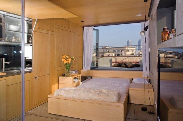 到了晚上,可以從窗台下趟出一雙人床。(圖片來源:互聯網)