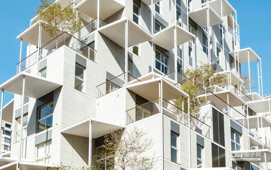 外形像方塊堆疊出錯落,有別於傳統住宅建築。(圖片來源:互聯網)