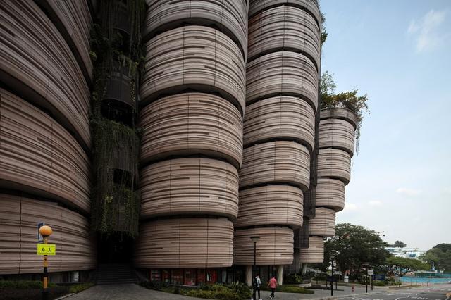 外型猶如12個圓柱形組成的學習中心,是該建築的最大特色。(圖片來源:互聯網)