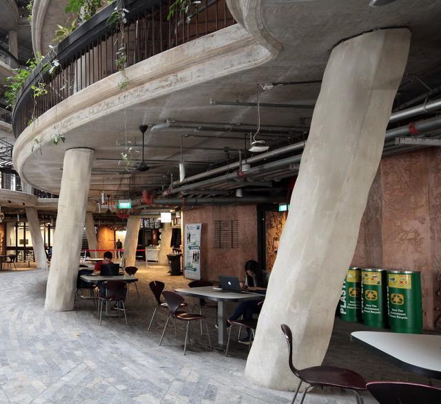 地下設有供師生使用的檯椅。(圖片來源:互聯網)